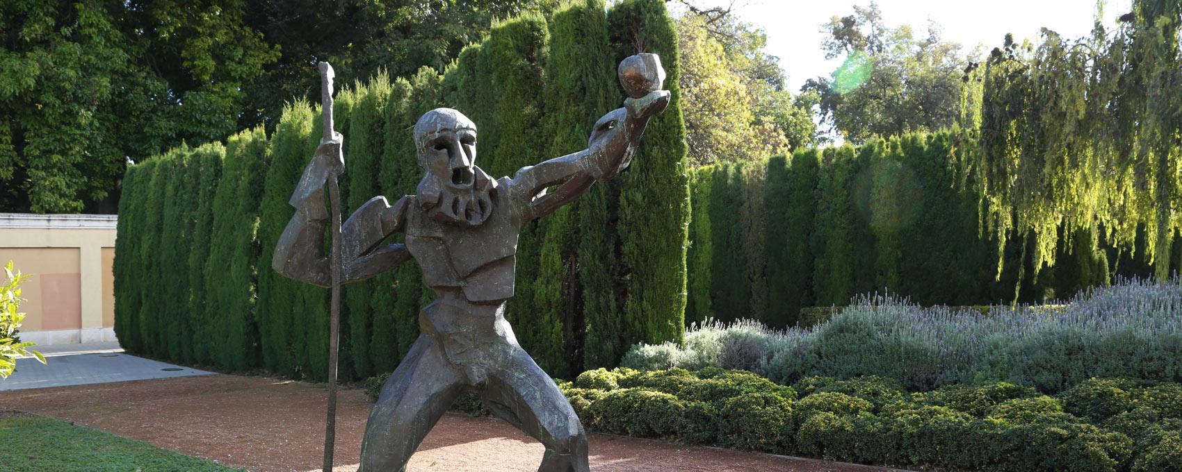 Estatua de bronce obra del escultor húngaro Miklos Pàlfy que representa a Hércules, que debía robar las manzanas de oro del jardín de las Hespérides.