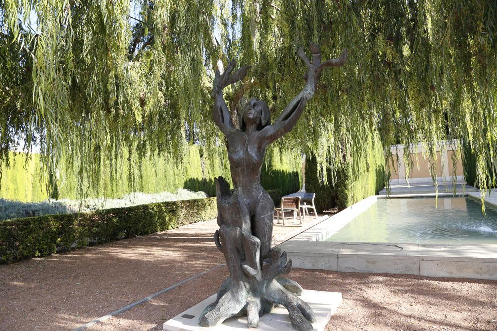 Estàtua de bronze obra del'escultor hongarès MiklosPàlfy