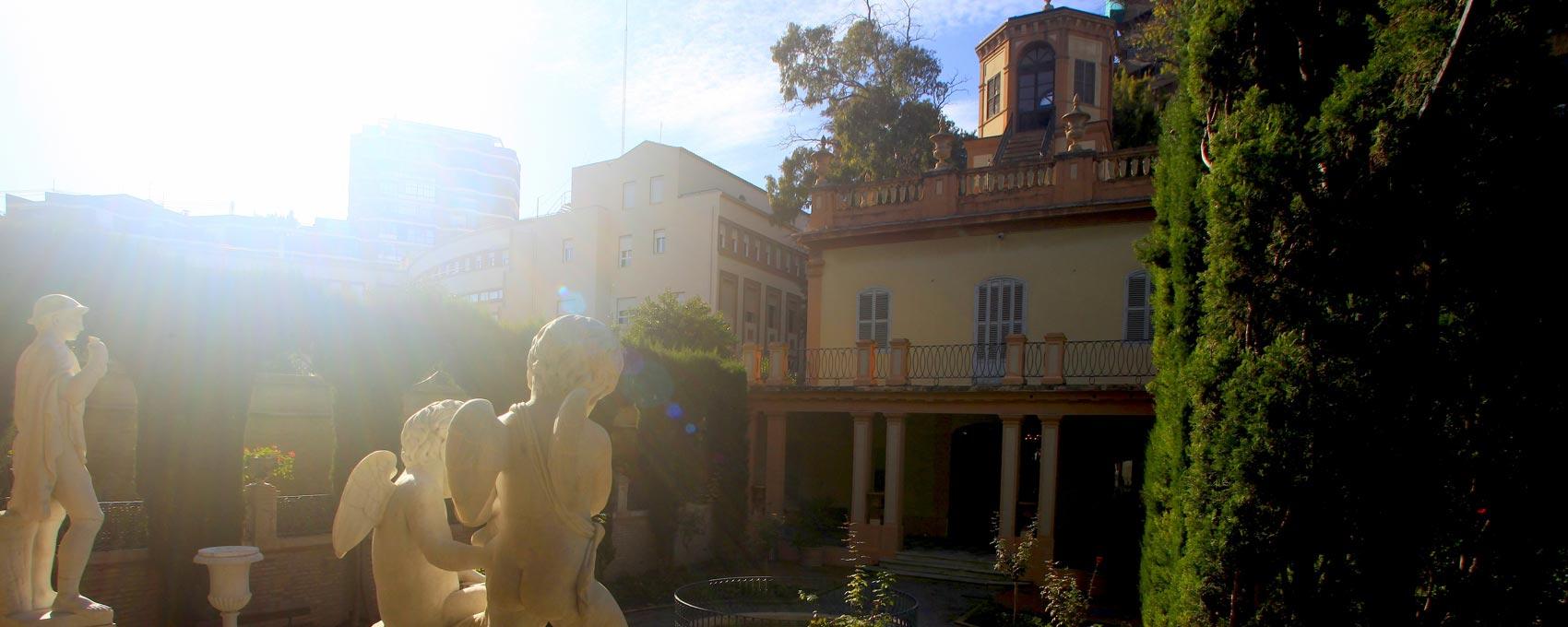 La construcción es de 1859 y su arquitecto fue Sebastián Monelón Estelles. En 1990 fue restaurado por el Ayuntamiento de Valencia.