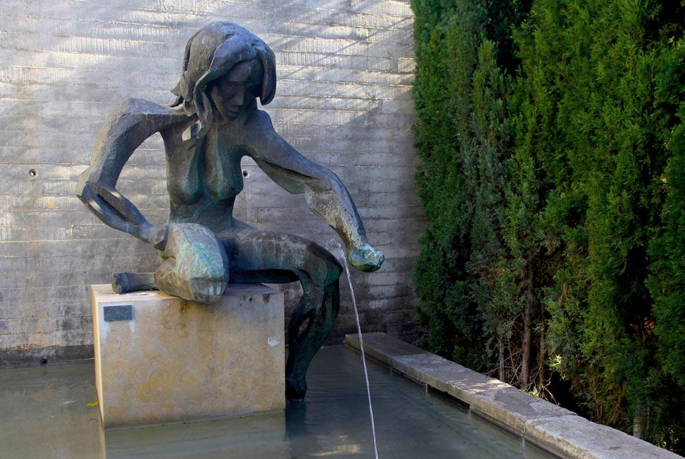 Estatua de bronce obra del escultor húngaro MiklosPàlfy que representa a la diosa Venus (Afrodita) protectora de huertos y jardines.